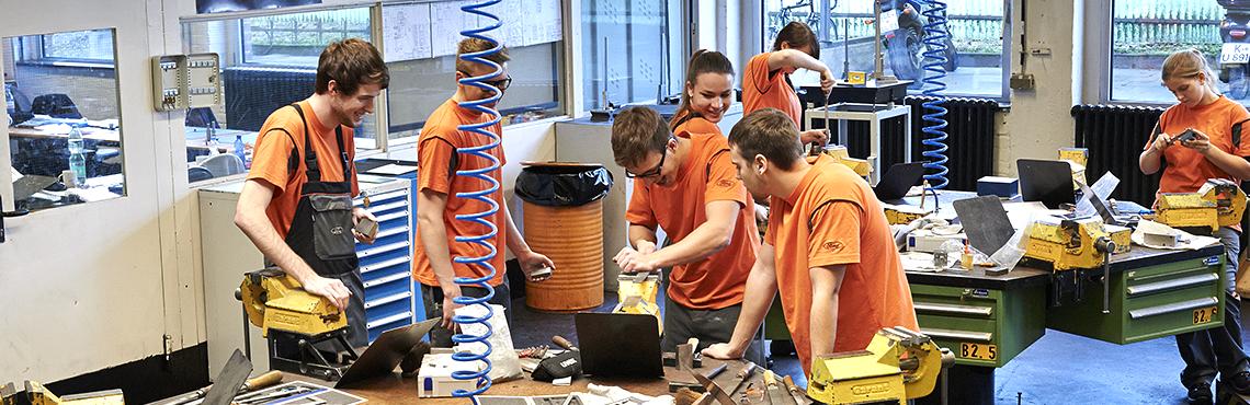 Europazentrale, Produktentwicklung & Fertigung.  In Köln ist die Ausbildung auf jeden Fall eins: vielfältig und abwechslungsreich.